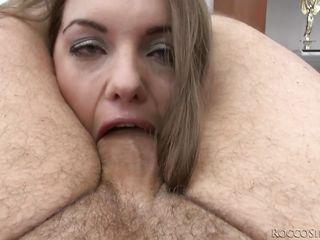 Видео порно женщина сосет член