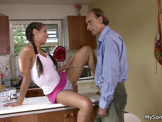 Смотреть порно со зрелыми мамками