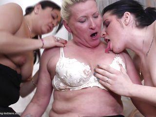 Лесбиянки смотреть видео бесплатно молодая