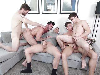 Порно геев парень трахает парня